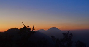 Gunung Menangis Karena Takut Tergolong Batu Neraka